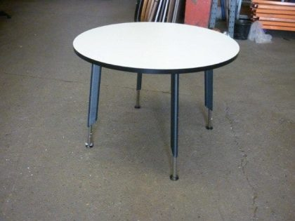 Tangent Rifle Leg Circular Tables